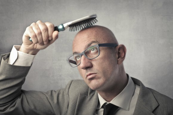 Man-Combing-Hair_hair-solutions-of-tampa