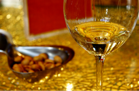 White Wine: The Importance of a Glass