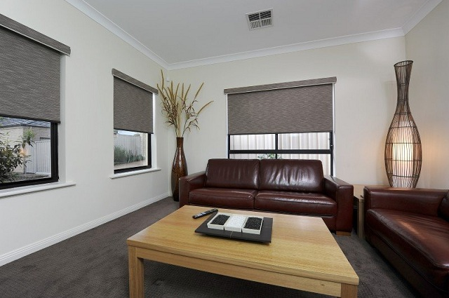 the battle of window treatments roller blinds vs curtains - Blinds Vs Curtains