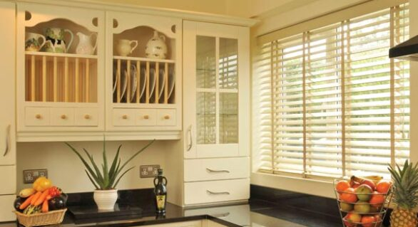 Fix Your Blind Spot: The Faux Wood Vs. Real Wood Venetian Blinds Dilemma