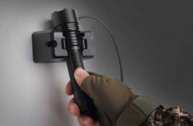 Rechargeable Vs Non-Rechargeable Flashlights – Security or Risk?