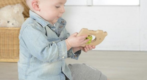 Parents' Dilemma: Wooden Teething Toys for Babies or Plastic?
