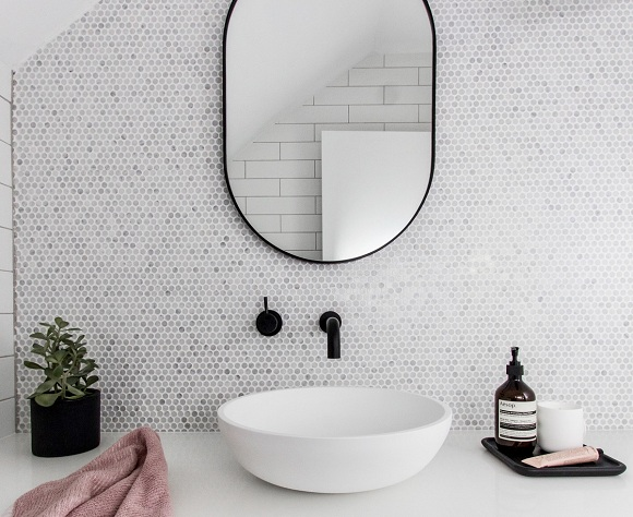 Design Dilemma: Sleek Bathroom Mirror Vs. Medicine Cabinet