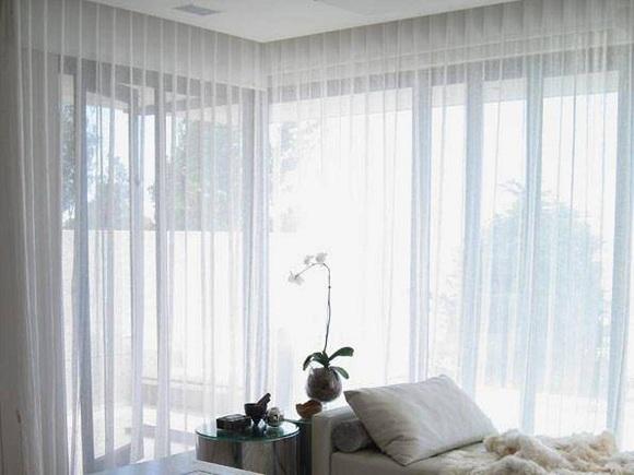 Who Wins the Battle: Blackout Vs. Transparent Curtains for Windows