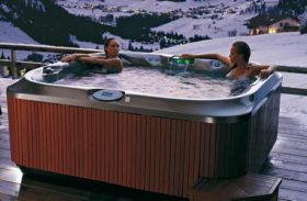 Hot Tubs Vs. Saunas – Which One Is Better for You?