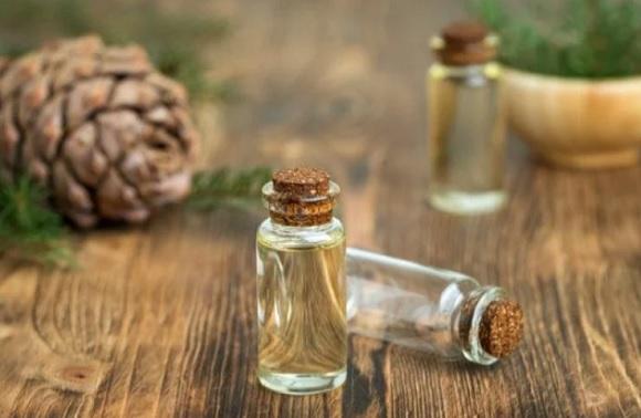 cedarwood-essential-oil