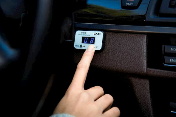 how to use the throttle controller